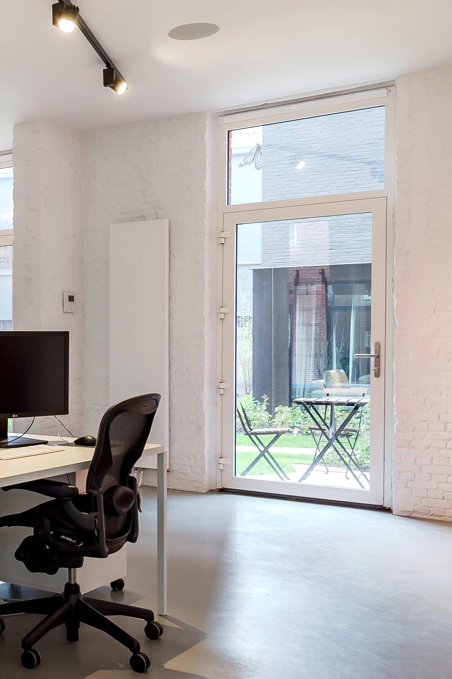 Studio Tolleneer - Office Antwerpen - Rijkswachtkazerne - Hermann Miller Aeron chair bureaustoel
