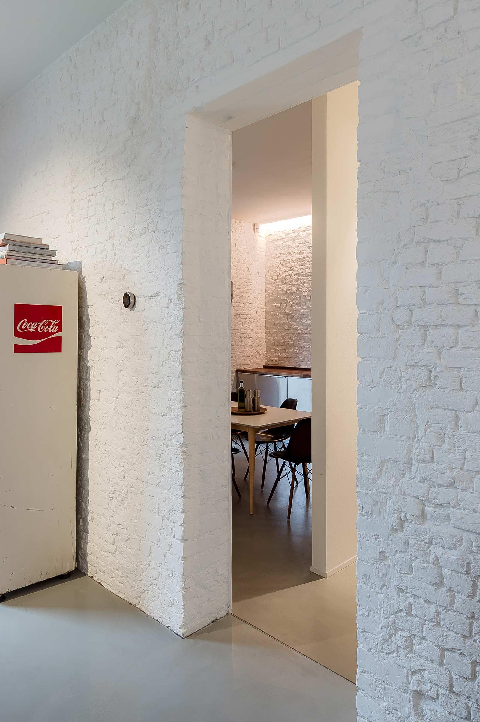 Studio Tolleneer - Office Antwerpen - Rijkswachtkazerne - Coke vending machine coca-cola automaat